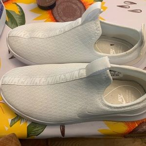 Womans Nike shoes size 8.5